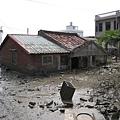 深陷淤泥的房子.JPG
