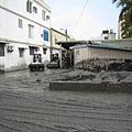 堆置路邊的淤泥-1.JPG