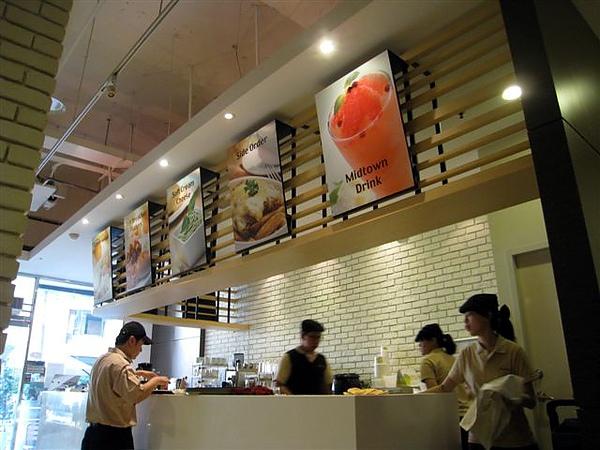 吧檯_美式早午餐_Midtown bagel caf'e_高雄河堤.jpg