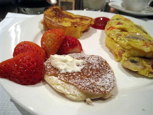 草莓煎餅&法國土司_豐盛早餐篇_君品酒店.jpg