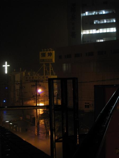 東港依舊大雨紛飛