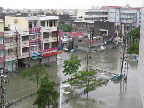 0809清晨淹水狀況依舊-1