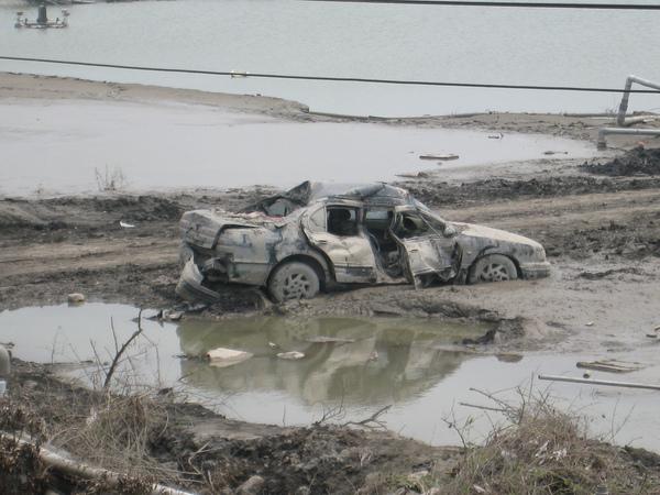 被大水肆虐的汽車.JPG