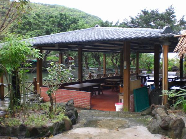 池畔用餐區