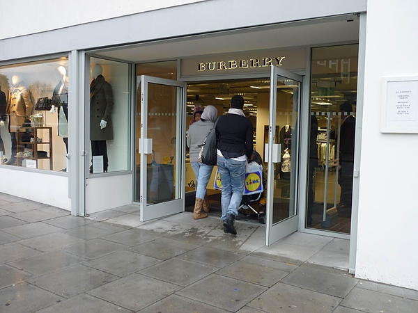 Burberry outlet.jpg