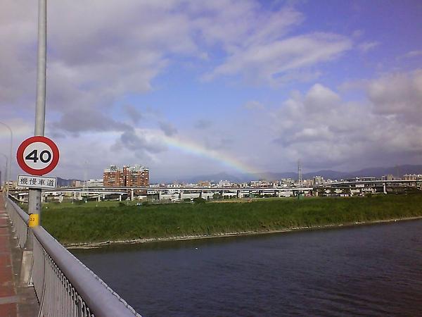 華江橋上的彩虹.jpg