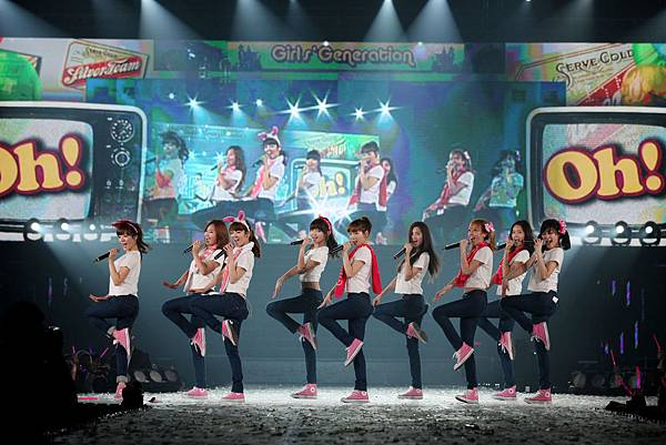 snsd-into-the-new-world-concert-10.jpg