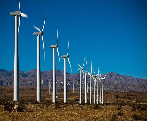 加州棕櫚泉的風力發電廠.jpg