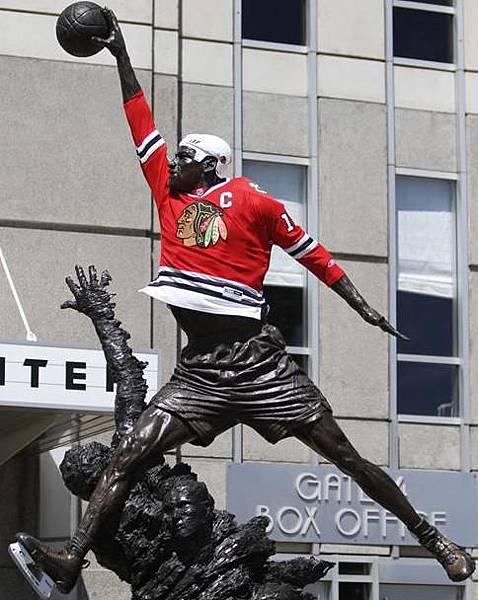 michal jordan statue hockey chicago blackhawks jersey.JPG
