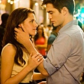 new-twilight-movie-two-fangs-up-plus-george-clooney-gets-oscar-buzz.img.jpg