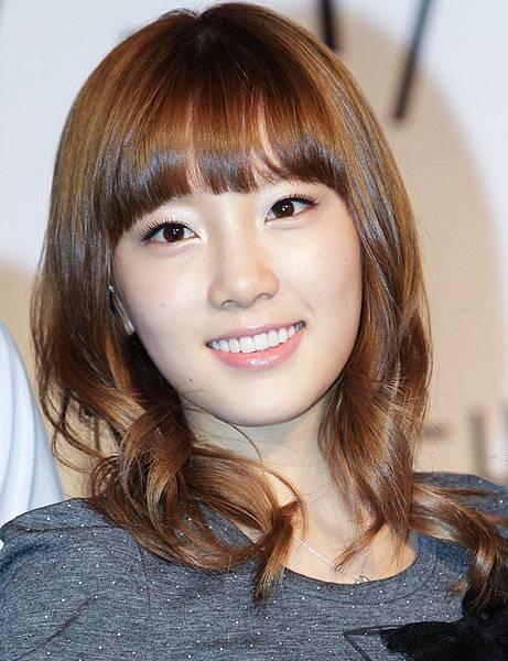 Kim Tae Yeon SNSD Girls Generation cute smile 2011.jpg
