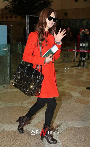 Seohyun-Airport-Fashion-Hong-Kong-and-Gimpo-seohyun-girls-generation-28355193-530-860.jpg