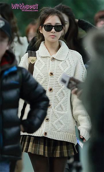 Seohyun-Airport-Fashion-Hong-Kong-and-Gimpo-seohyun-girls-generation-28355359-600-997.jpg