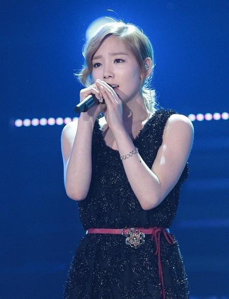 Taeyeon-Athena-concert