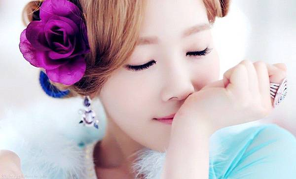 10330-taetiseos-taeyeon-twinkle-teaser-capture-reveals-her-flawless-beauty