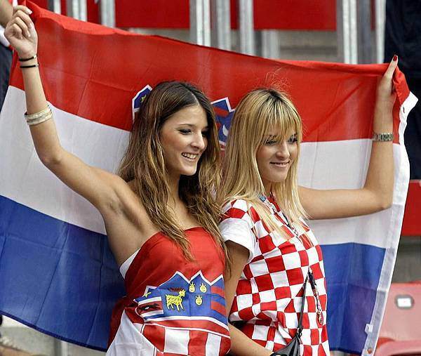 cute-and-crazy-fans-of-euro-football-16