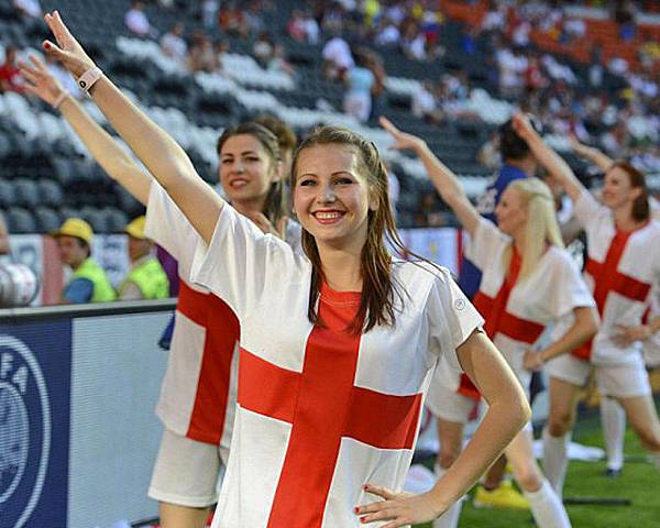Euro 2012's Gorgeous Female Fans (10)