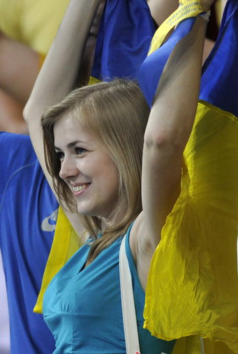 Ukrainian-girl-soccer-fan