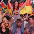 germany-v-italy-public-viewing-20120628-142425-695