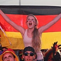 germany-v-italy-public-viewing-20120628-142425-707