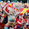 Spain+Fans+Watch+UEFA+EURO+2012+Final+Match+h8XU98u17kIl
