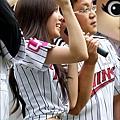 t-ara hyomin baseball pitch (5)