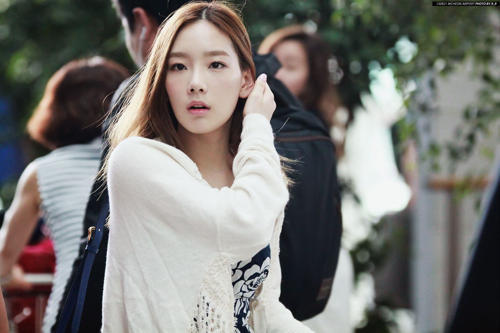 SNSD-Taeyeon-airport-Fashion-August-21-3-3.jpg