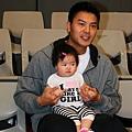 信安和他女兒1.jpg