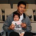 信安和他女兒3.jpg