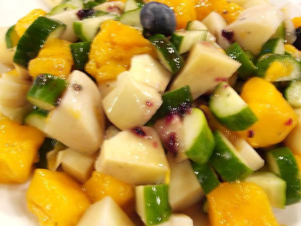 綠竹筍佐藍山莓果