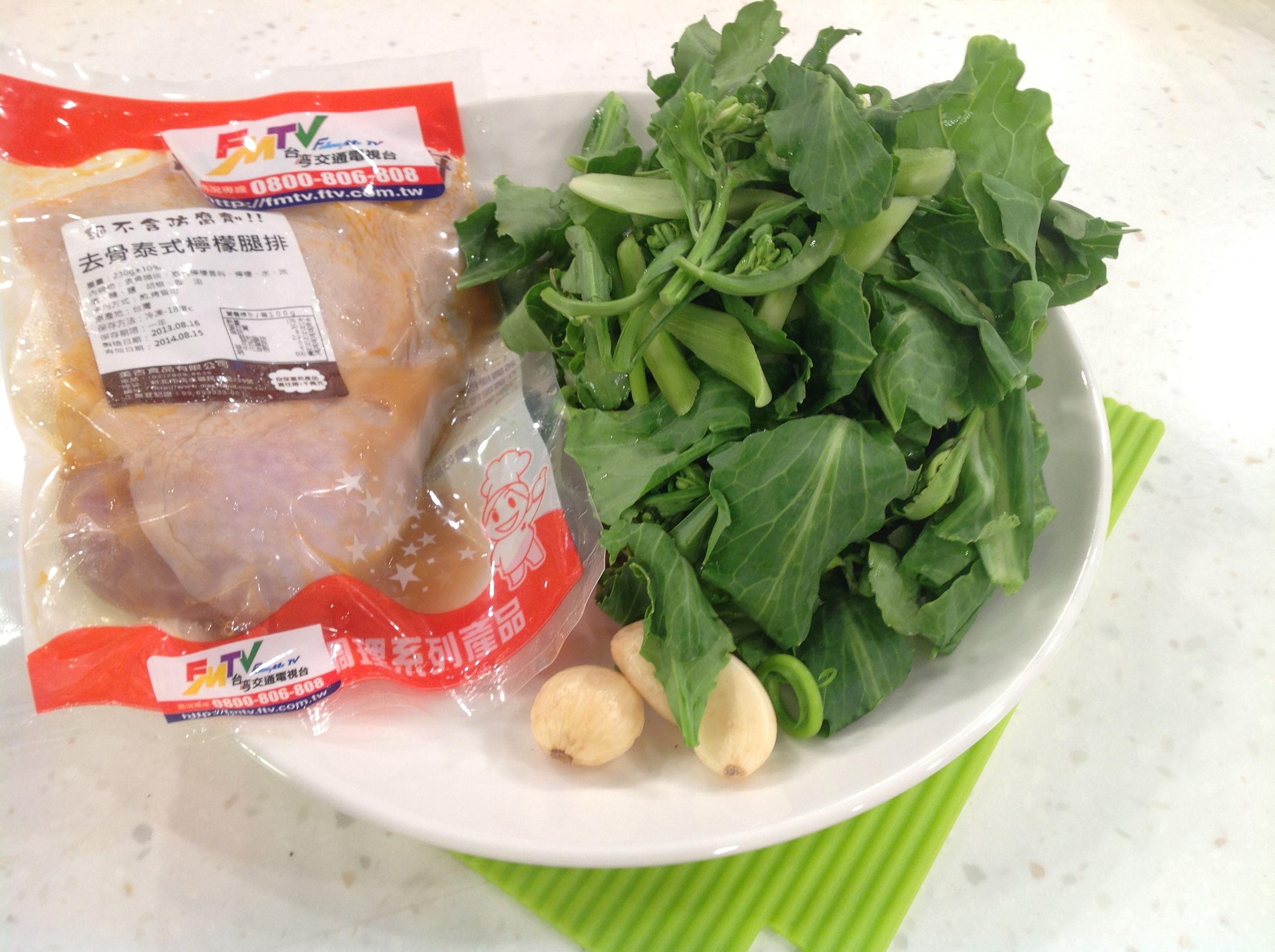 香煎雞腿蠔油芥藍菜食材