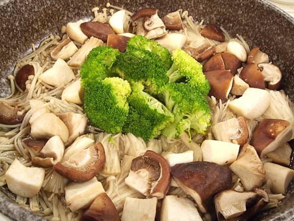 綠花椰燴百菇