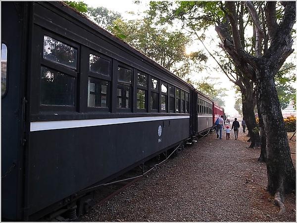 R1274095-23阿里山火車.JPG