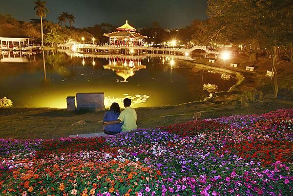 台南中山公園-念慈亭光雕.jpg