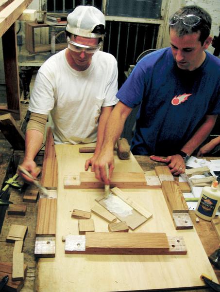 06-卡崔娜颶風後,有一群建築人….jpg