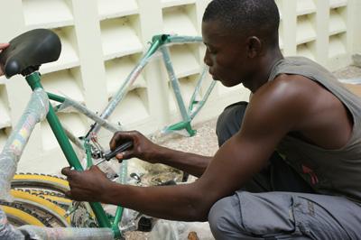 「不用為非洲人擔心太多!」生活環境的磨練讓他們很珍惜每一樣資源s.jpg