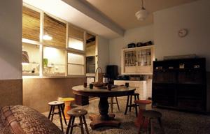 三樓的客廳保持的原來三十多年前的味道s.jpg