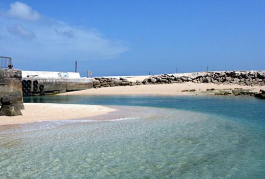 澎湖的沙灘整個一片藍
