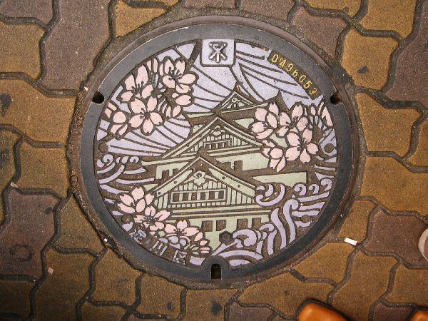 日本ㄉ水溝蓋都是這麼花ㄉ==.jpg