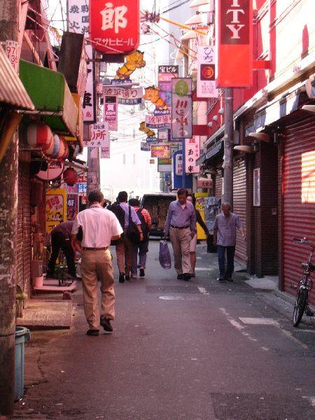 日劇裡常常看到這種小巷子.jpg