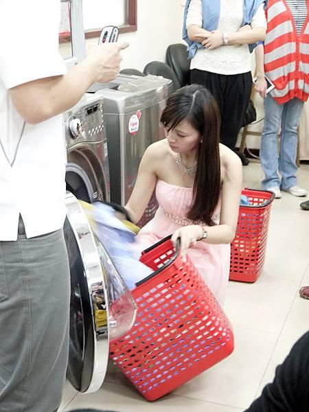 LG滾筒洗衣機-超大容量塞進三籃衣物都不怕,給媽媽真正的周休二日