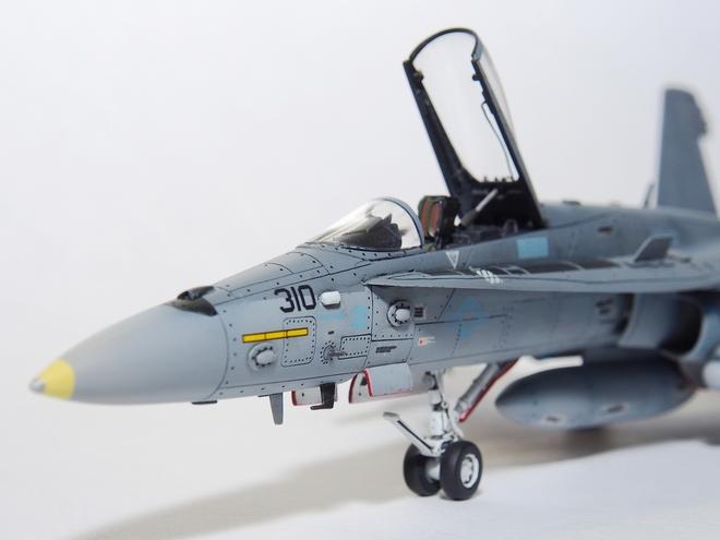 F18A-325