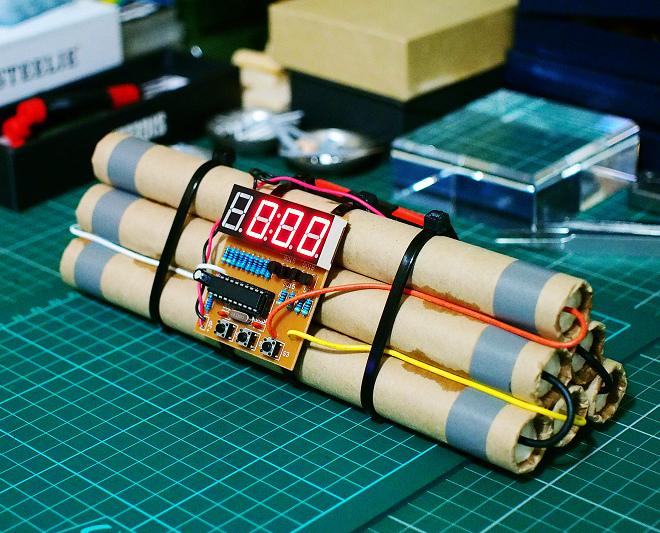 Bomb_Clock_20.JPG
