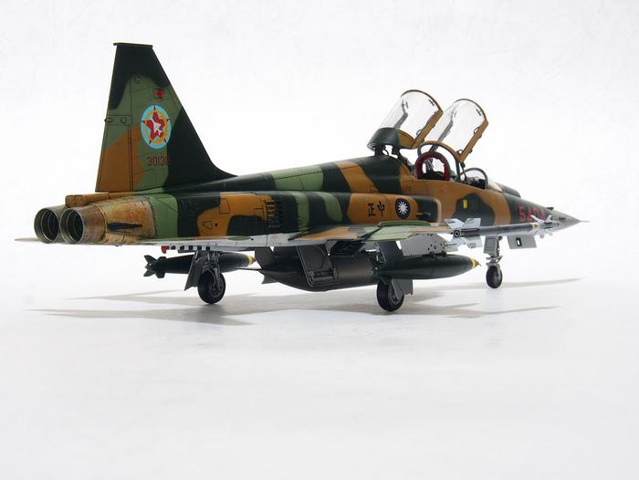 F-5F-Product_02.JPG