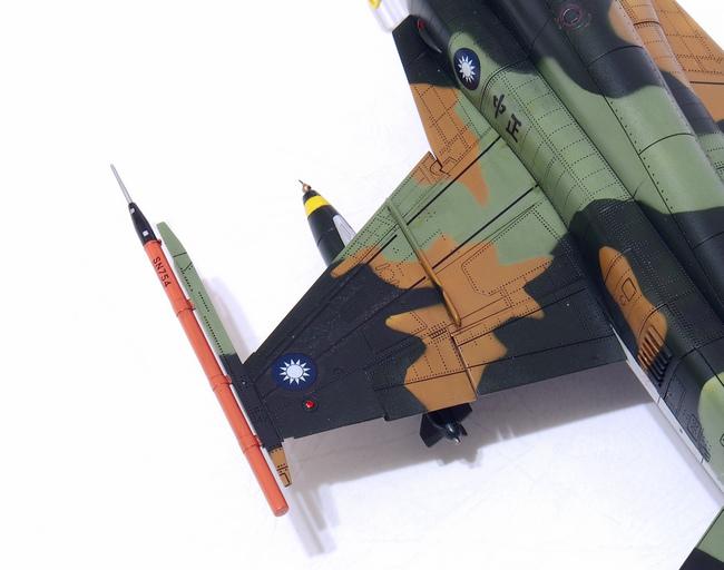 F-5F-Product_05.JPG