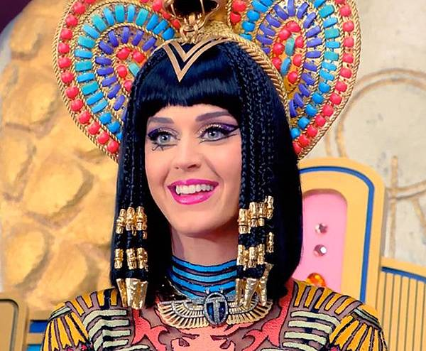 katy_perry_dark_horse_beauty_beaded_braids.jpg