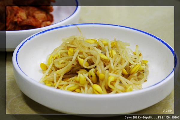 小菜...泡菜豆芽~ (每餐必出現...)