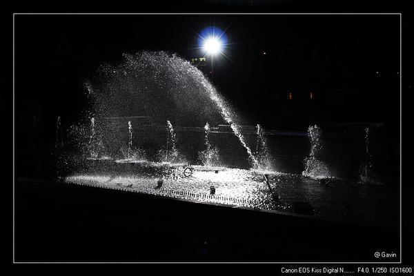 夜間的水池...很有fu..