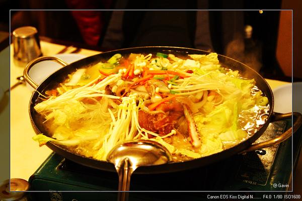 晚餐又是火鍋...(香菇鍋)