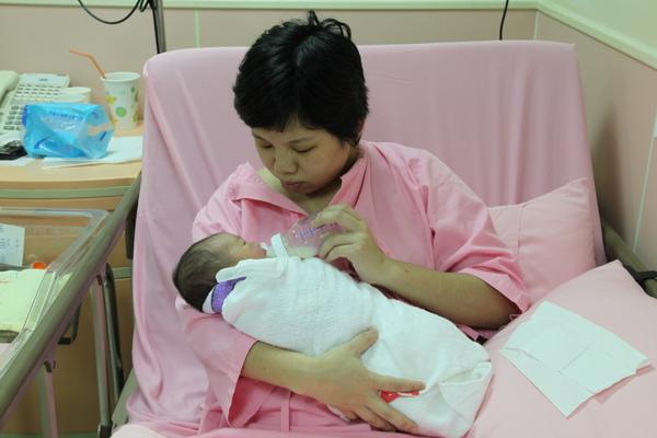 20090720_小美媽咪惜惜喔~